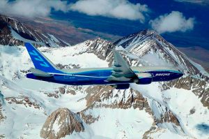 800px-Boeing_777-200LR_banking_over_mountain